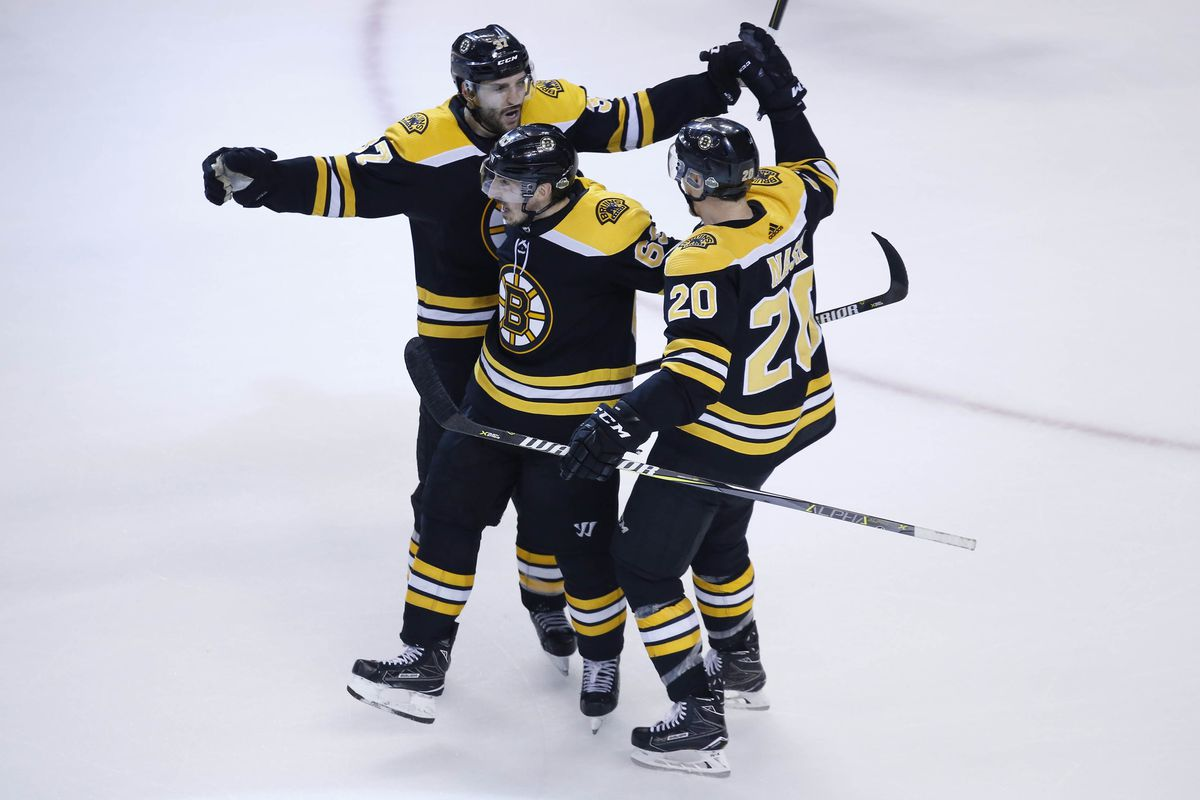 What deal makes sense to keep Riley Nash in Boston  - Stanley Cup of ... c065aa729