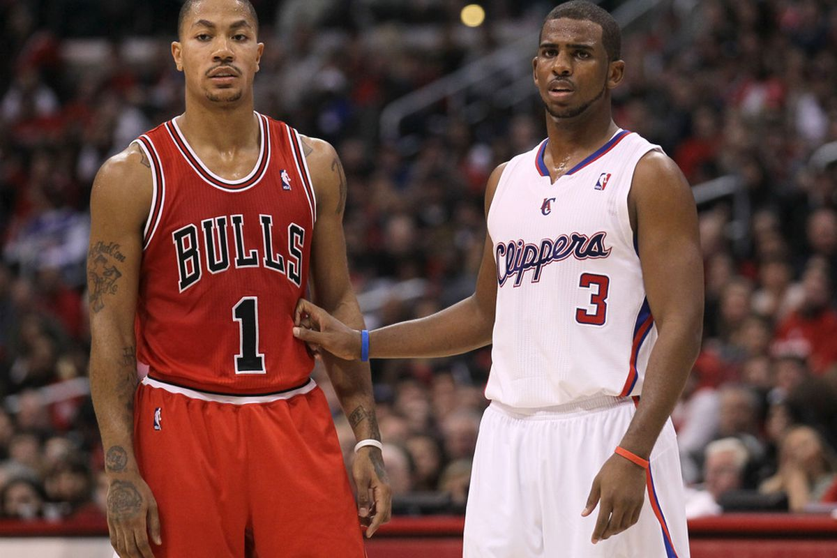 LOS ANGELES, CA - DECEMBER 30: Derrick Rose #1 of the Chicago Bulls and Chris Paul #3 of the Los Angeles Clippers set for a play at Staples Center on December 30, 2011 in Los Angeles, California.   (Photo by Stephen Dunn/Getty Images)