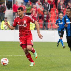 Gilberto moves past Patrice Bernier
