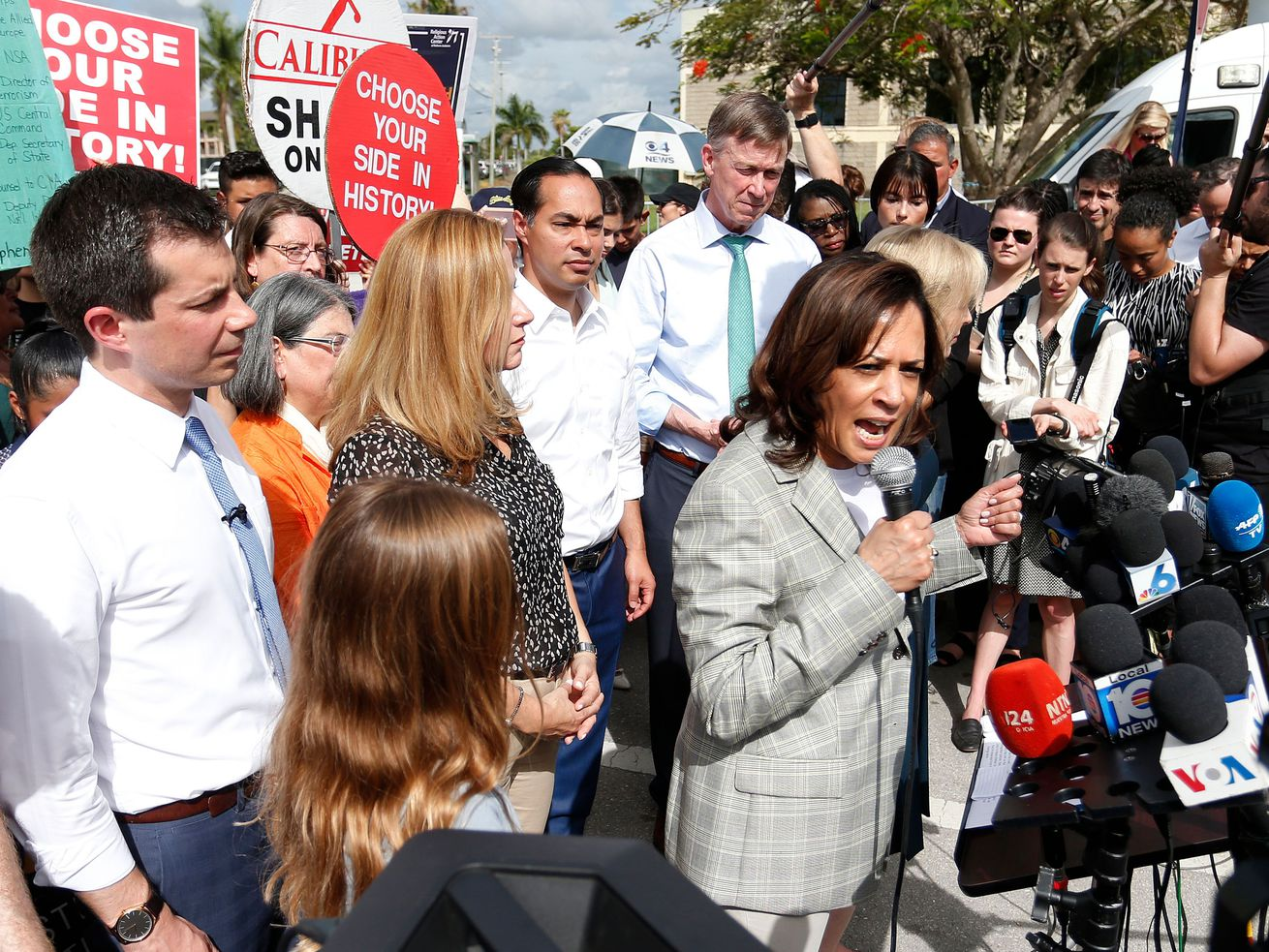Sen. Kamala Harris speaks at the Homestead detention center, flanked by fellow Democratic presidential candidates.