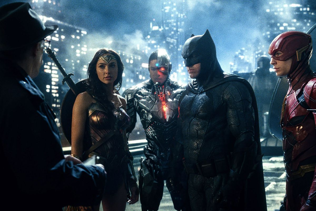 Justice League Teases Batman & Superman Bromance For Valentine's Day