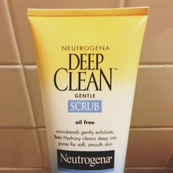 Good morning 5:40am! New week—let's do this. I'm up early everyday for training sessions, so my morning routine has to be quick and easy. I'm hooked on the microbeads in this face scrub.  It feels amazingly fresh.