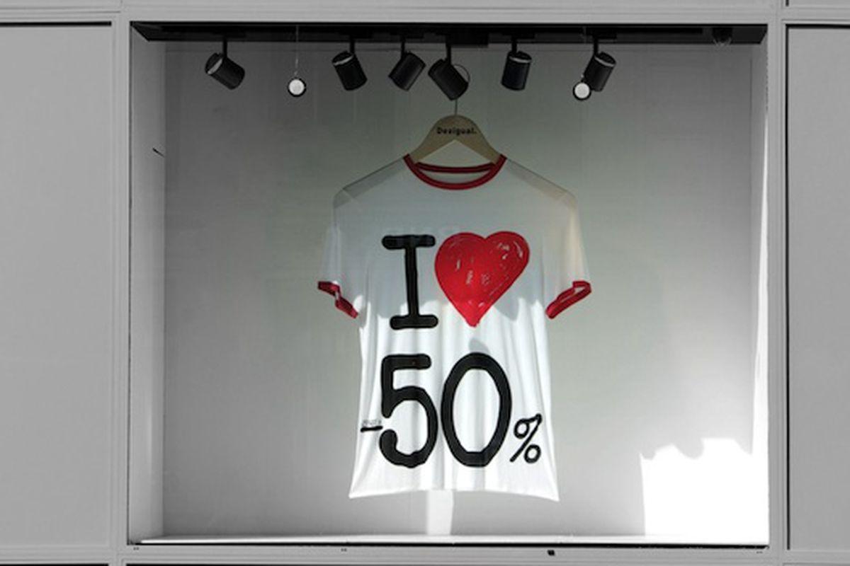 """Image via <a href=""""http://1.bp.blogspot.com/_5S75LIZM8GI/TFXqQg6XBnI/AAAAAAAALio/ba2G52Alh5A/s1600/Moins50.jpg"""">Paris Daily Photo</a>"""