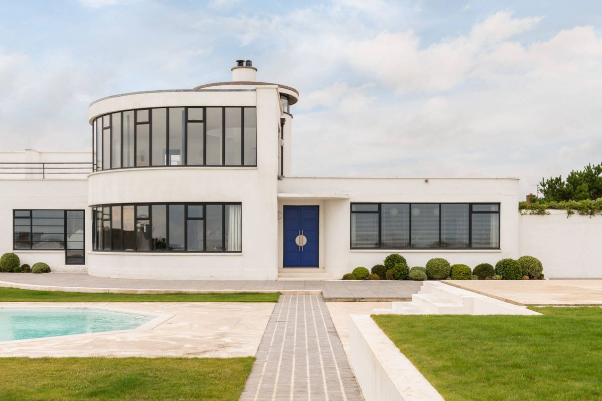 the streamline modern home has been extensively renovated with many period details kept in tact photos via the modern house - 1930 S Home Design