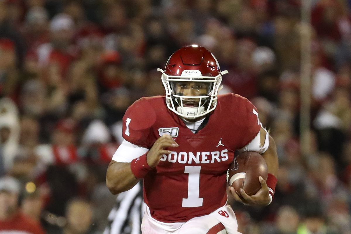 Oklahoma Sooners quarterback Jalen Hurts runs during the game against the TCU Horned Frogs at Gaylord Family - Oklahoma Memorial Stadium.