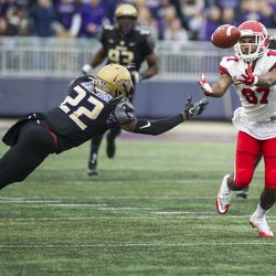 James Madison cornerback Rashad Robinson (22) tries to catch a fumble by Stony Brook wide receiver Nick Anderson (87) during the second quarter of an NCAA FCS playoff football game Saturday, Dec. 2, 2017, in Harrisonburg, Va. (Stephen Swofford/Daily News-Record via AP)