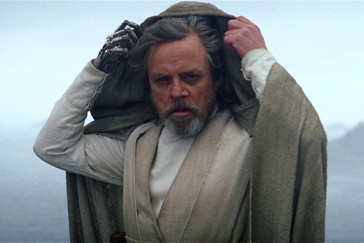 Luke pulls back his hood in the final scene of Star Wars: The Force Awakens