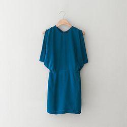 """<a href=""""https://www.stevenalan.com/OPEN-BACK-KIMONO-DRESS/92018,default,pd.html"""">Open Back Kimono Dress by Wren</a>, $142 (was $310) <a href=http://www.stevenalan.com/>"""