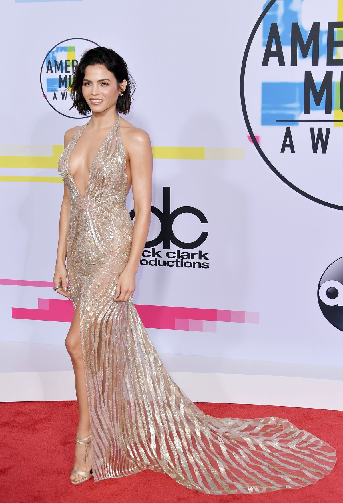 LOS ANGELES, CA - NOVEMBER 19:  Jenna Dewan attends the 2017 American Music Awards at Microsoft Theater on November 19, 2017 in Los Angeles, California.