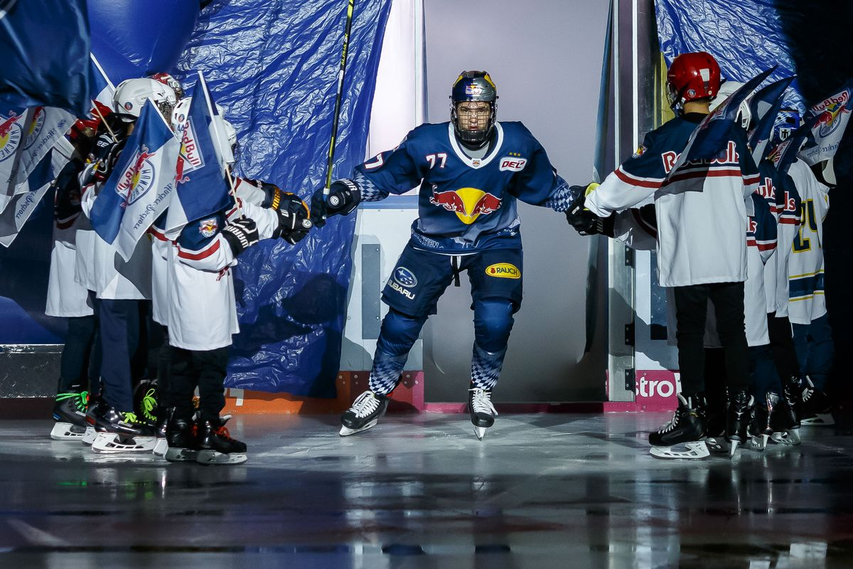 EHC Red Bull Muenchen v Iserlohn Roosters - DEL
