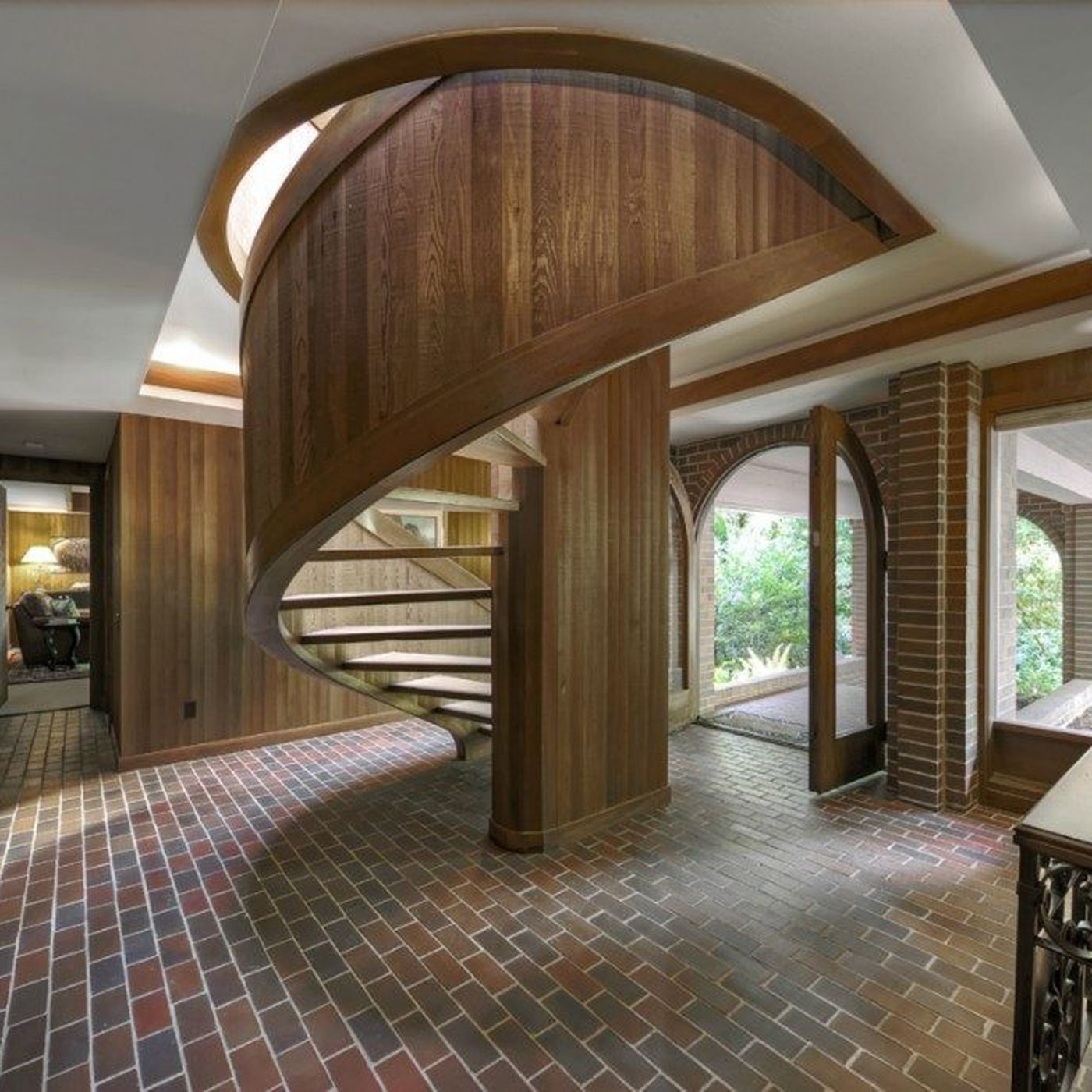 Spiral Staircase Steals Show In Ralph Anderson Nw Design