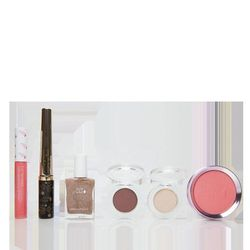 If your makeup-loving friend obsesses about the ingredients she applies to her face, 100% Pure is a lifesaver. The products are cruelty-free and vegan; even the pigments found in their products are fruit-based! For <b>$68</b>, this <b>100% Pure Sugared an