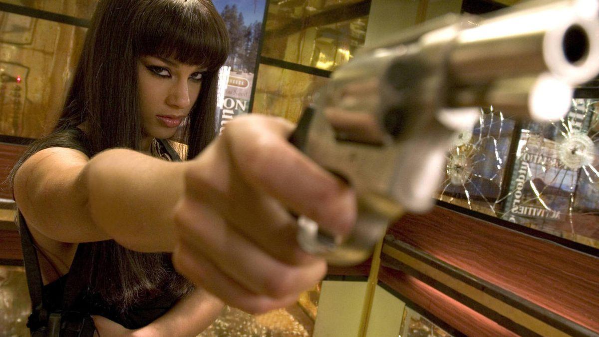Alicia Keys as contract killer Georgia Sykes in Smokin' Aces (2006)