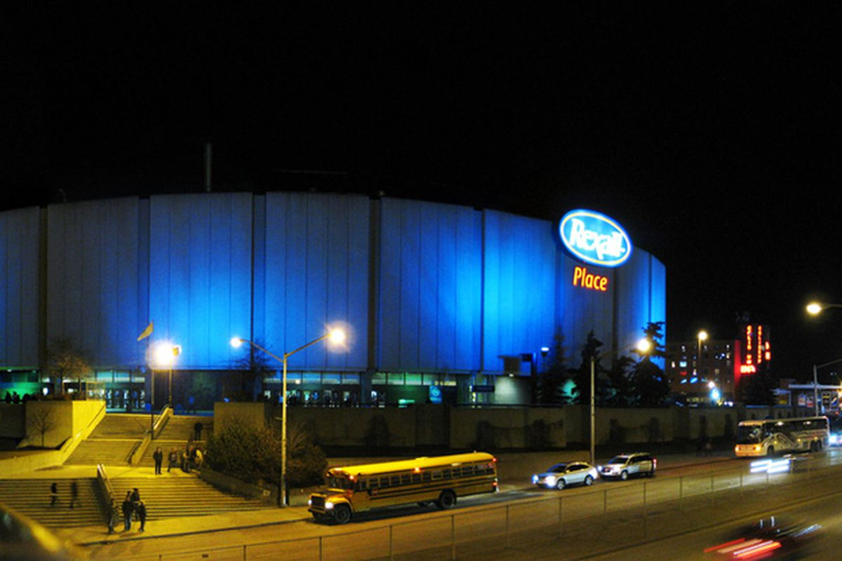 """Someday this grand old building will be no more. via <a href=""""http://upload.wikimedia.org/wikipedia/commons/2/24/Rexall-Place-Night_%28c%29FotoHeimoKramer.jpg"""">upload.wikimedia.org</a>"""