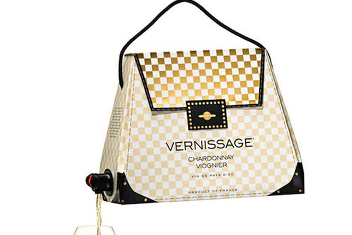 "Image via <a href=""http://foodbeast.com/content/2012/09/11/boxed-wine-handbags-for-high-fashion-drunks/#.UbC2DWhTVm0"">Foodbeast</a>"