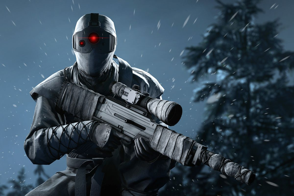 Agent 47 in a ninja assassin outfit holding a sniper rifle in Hitman 3's Carpathian Mountains level