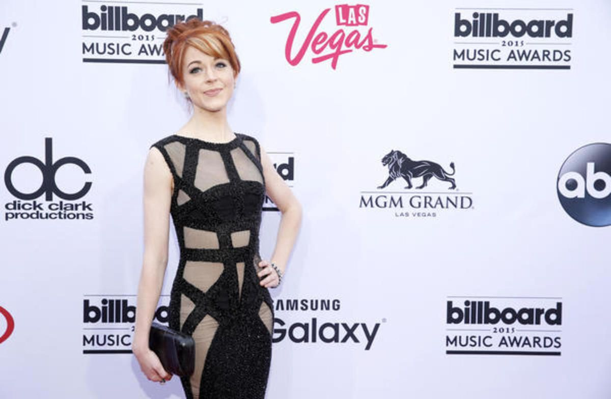 Lindsey Stirling 2020 Christmas Immodest Clothing Lindsey Stirling responds to modesty criticism on Instagram