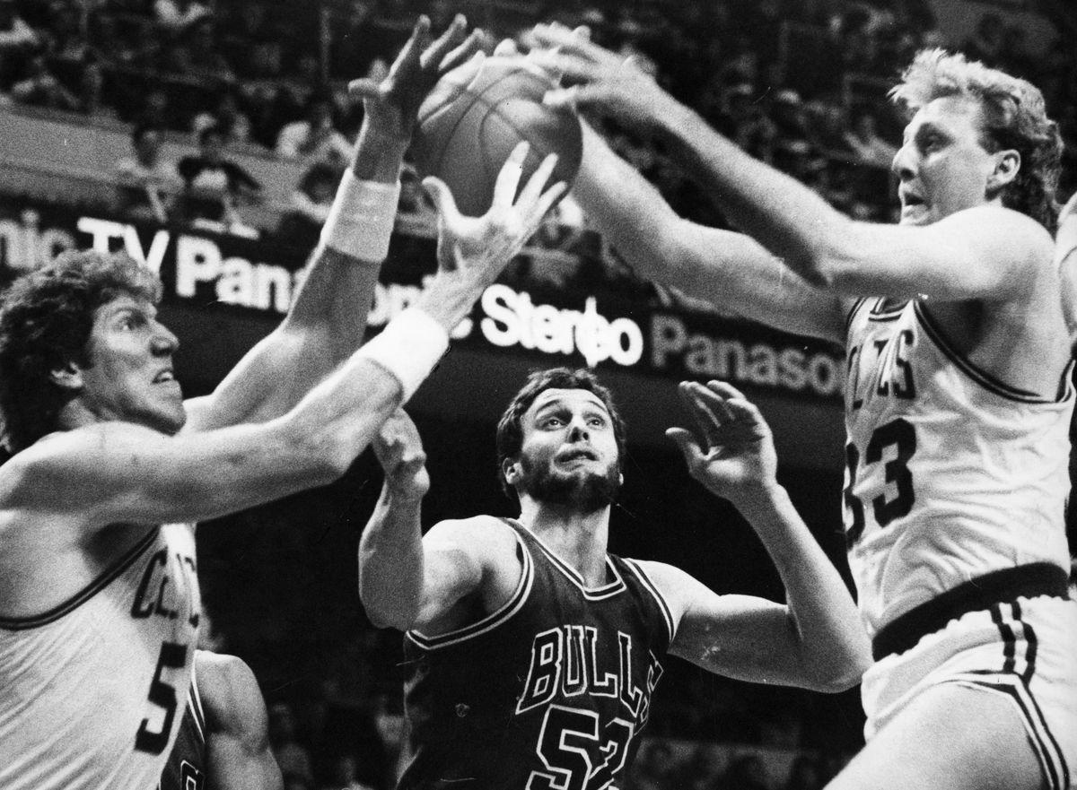Chicago Bulls Vs Boston Celtics At Boston Garden