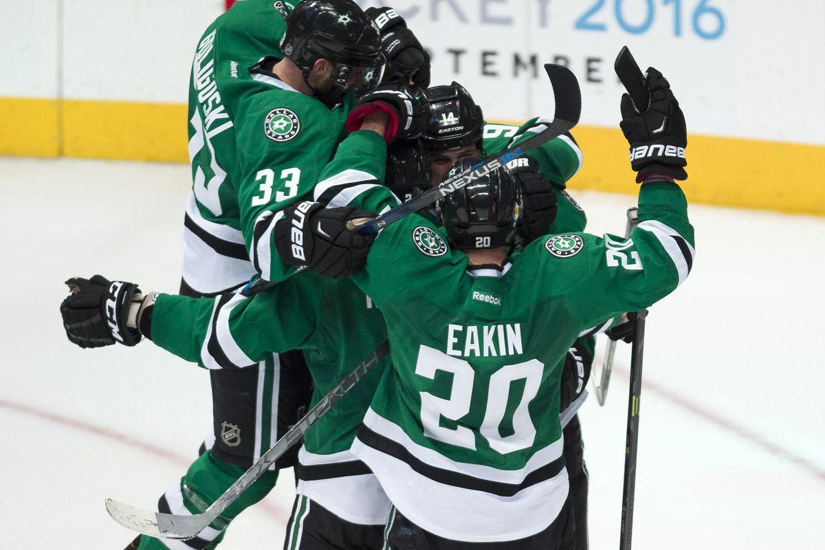 If you do that Magic Eye 3D Puzzle thing, Cody Eakin has impossibly long arms.