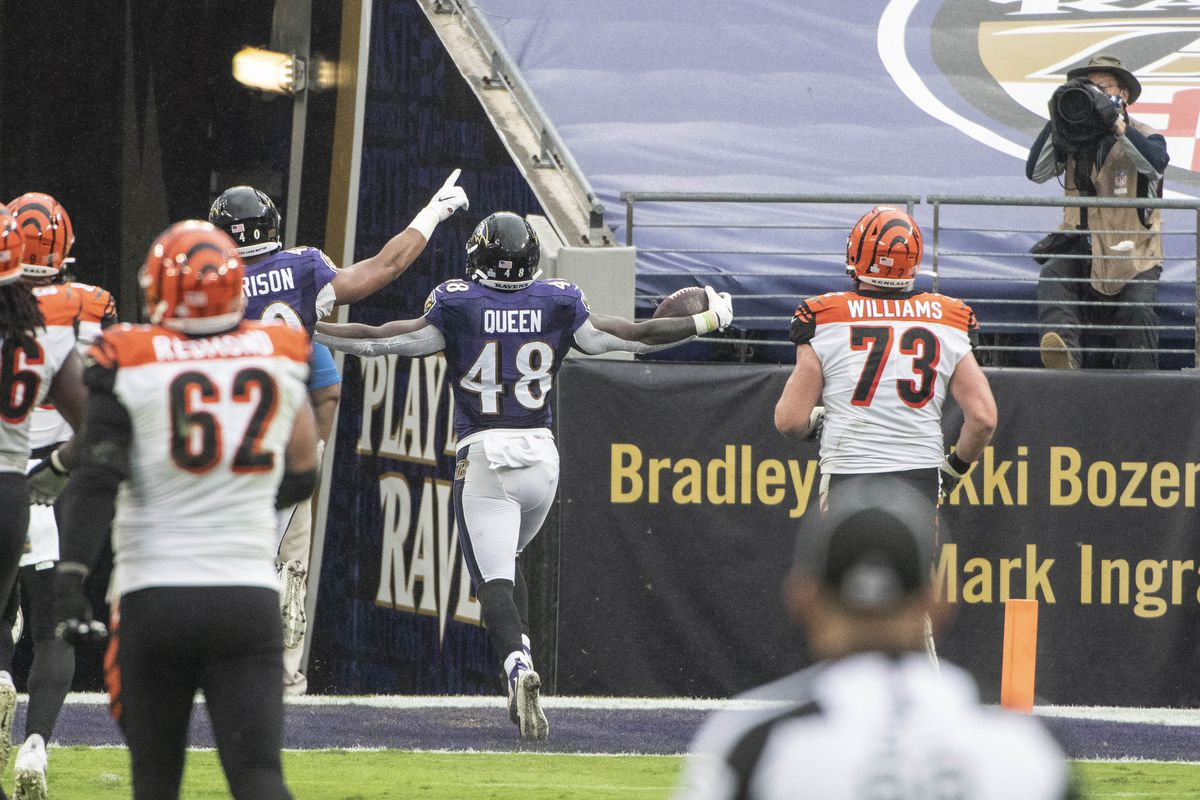 Baltimore Ravens inside linebacker Patrick Queen returns a fumble for a touchdown during the second half against the Cincinnati Bengals at M&T Bank Stadium.