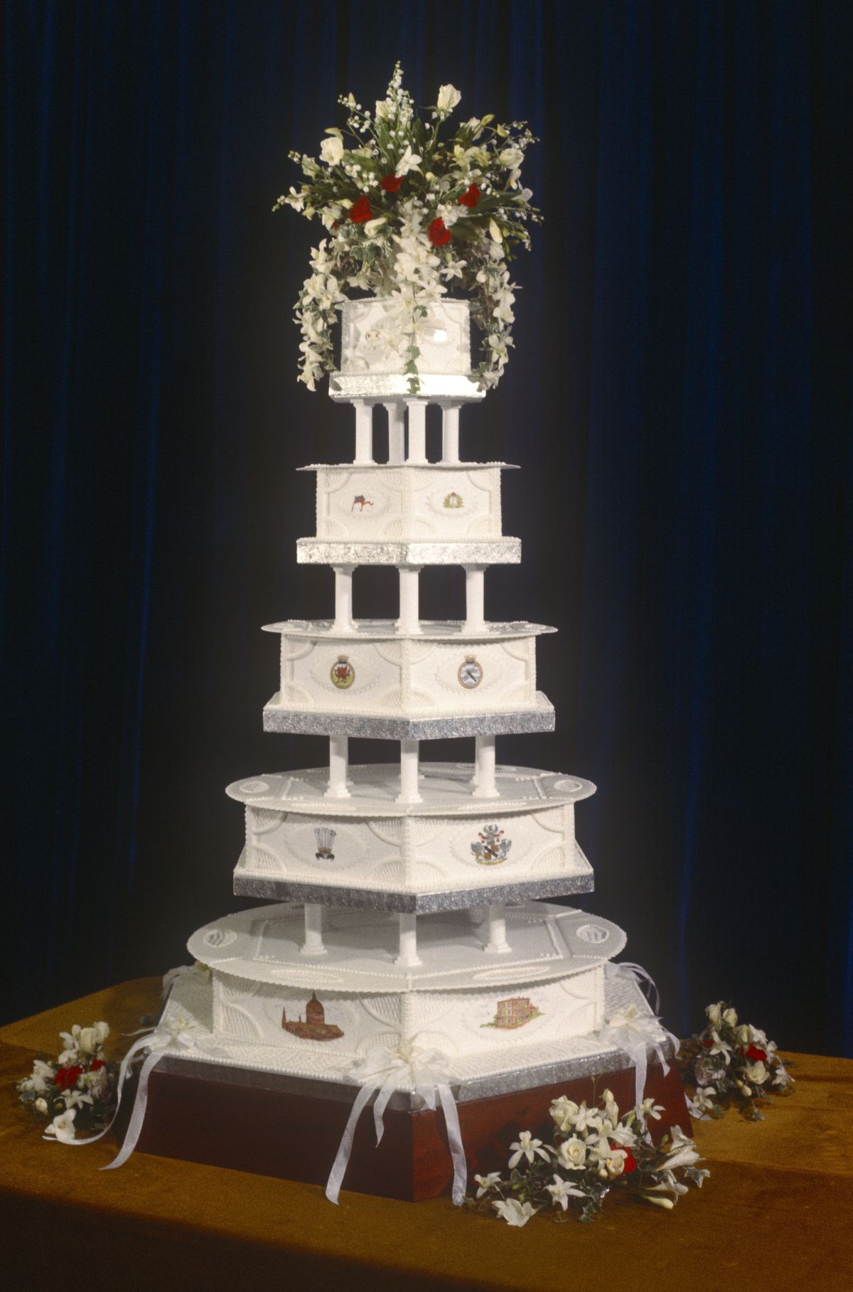 images of royal wedding cakes royal wedding cakes the years eater 16352