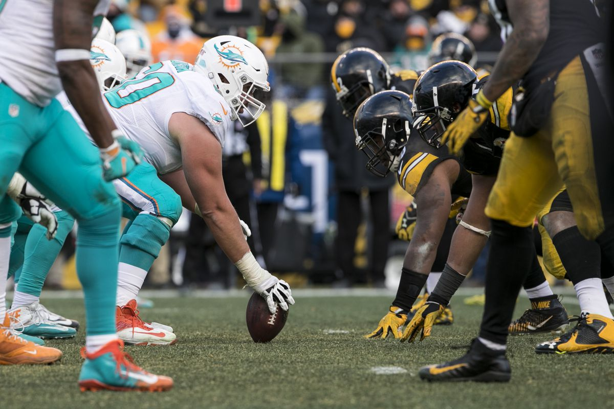 NFL: JAN 08 AFC Wild Card - Dolphins at Steelers
