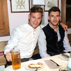 An uncharacteristically beatific Kimmich and a nonplussed Goretzka.
