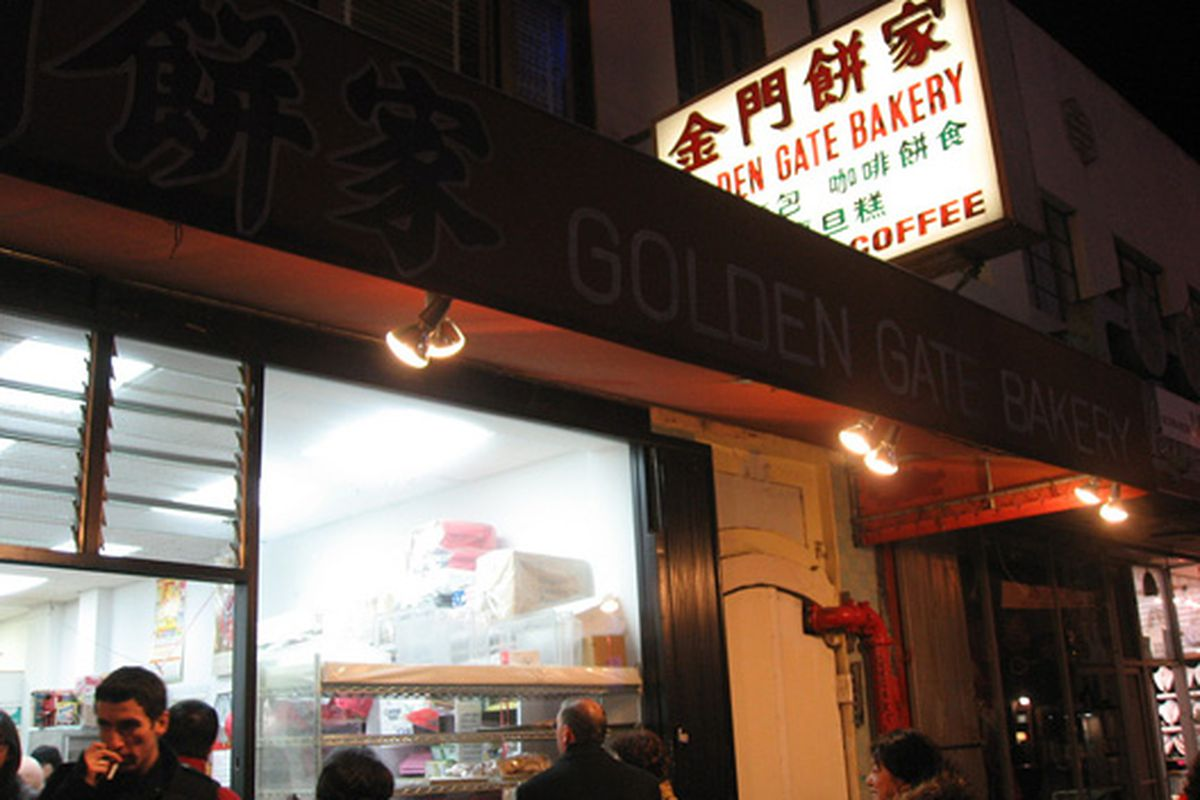 The line at Golden Gate Bakery.