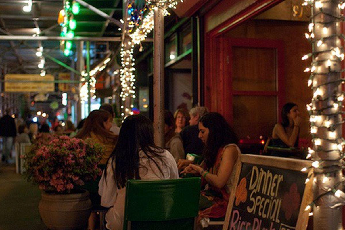"""""""Under Scaffold"""" Sidewalk Dining"""