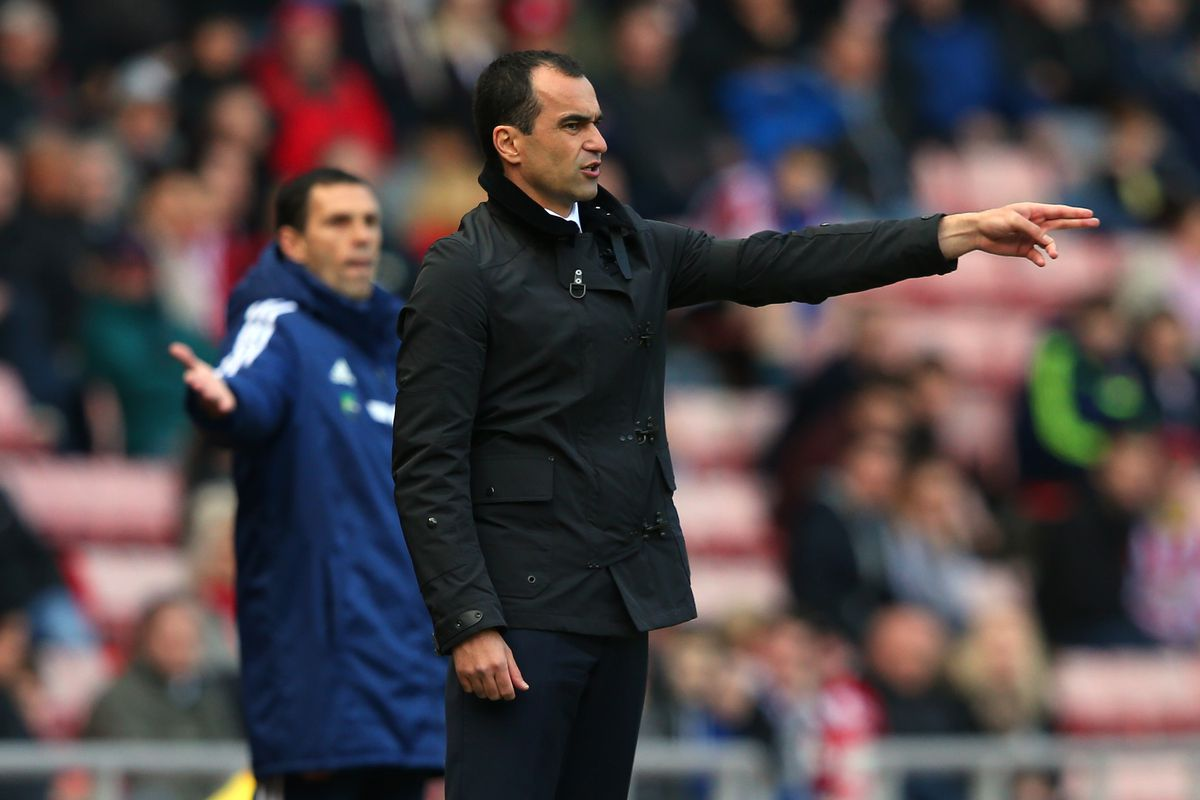 Roberto Martinez and Gus Poyet give instructions from the sideline during Everton's 1-0 victory over Sunderland last season.