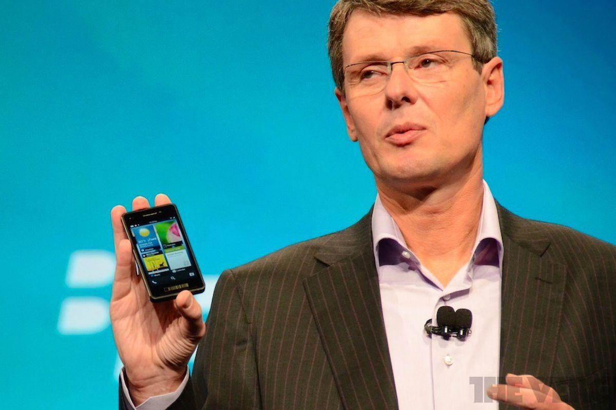 BlackBerry 10 Cascades on phone
