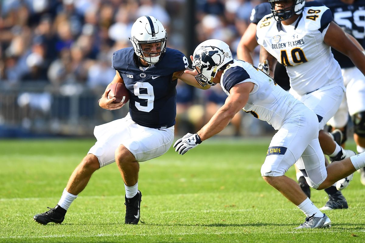 Kent State DB Nate Holley tries to tackle Penn State QB Trace McSorley, September 3, 2016.