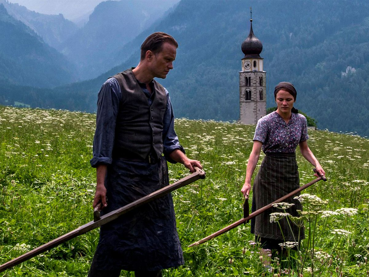 Franz (August Diehl) and Fani (Valerie Pachner) in the fields of Radegund.