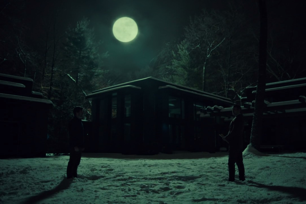 Hannibal and Will meet in the moonlight.