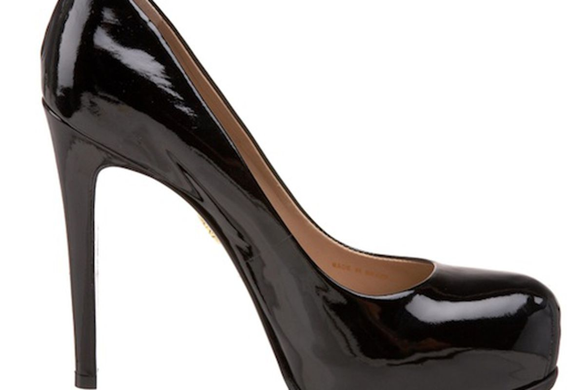 """These Pour la Victoire """"Irina"""" patent pumps are $60 off today at <a href=""""http://www.endless.com/Pour-Victoire-Womens-Irina-Platform/dp/B0043CWW34/ref=sr_1_3/?cAsin=B0036VOWV8&amp;fromPage=search&amp;qid=1291041668506&amp;sr=1-3&amp;asins=B0036VOWHC"""