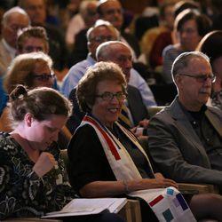 On June 24, Temple Emanuel members gathered to celebrate Rabbi Laura Geller's legacy. She has transitioned from senior rabbi to rabbi emeritus.