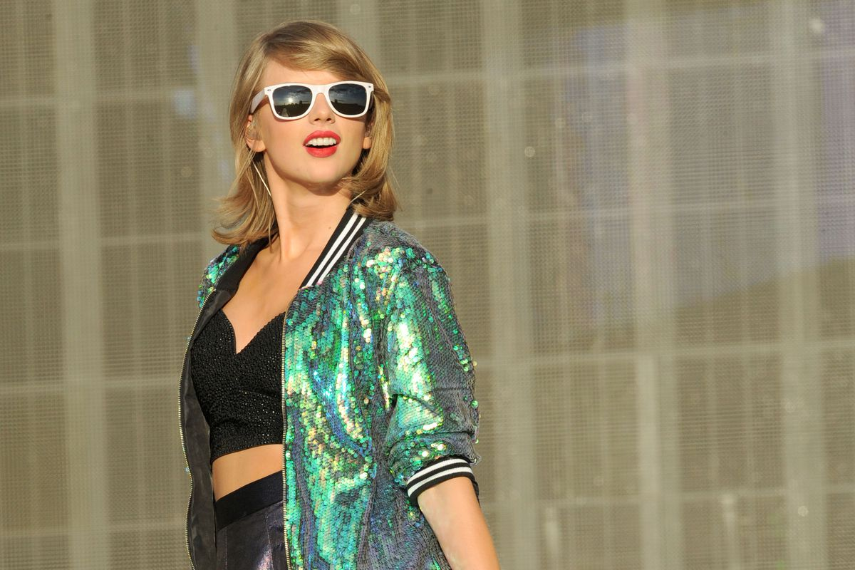 Taylor Swift performs on stage at the British Summertime gigs at Hyde Park on June 27, 2015, in London, England.