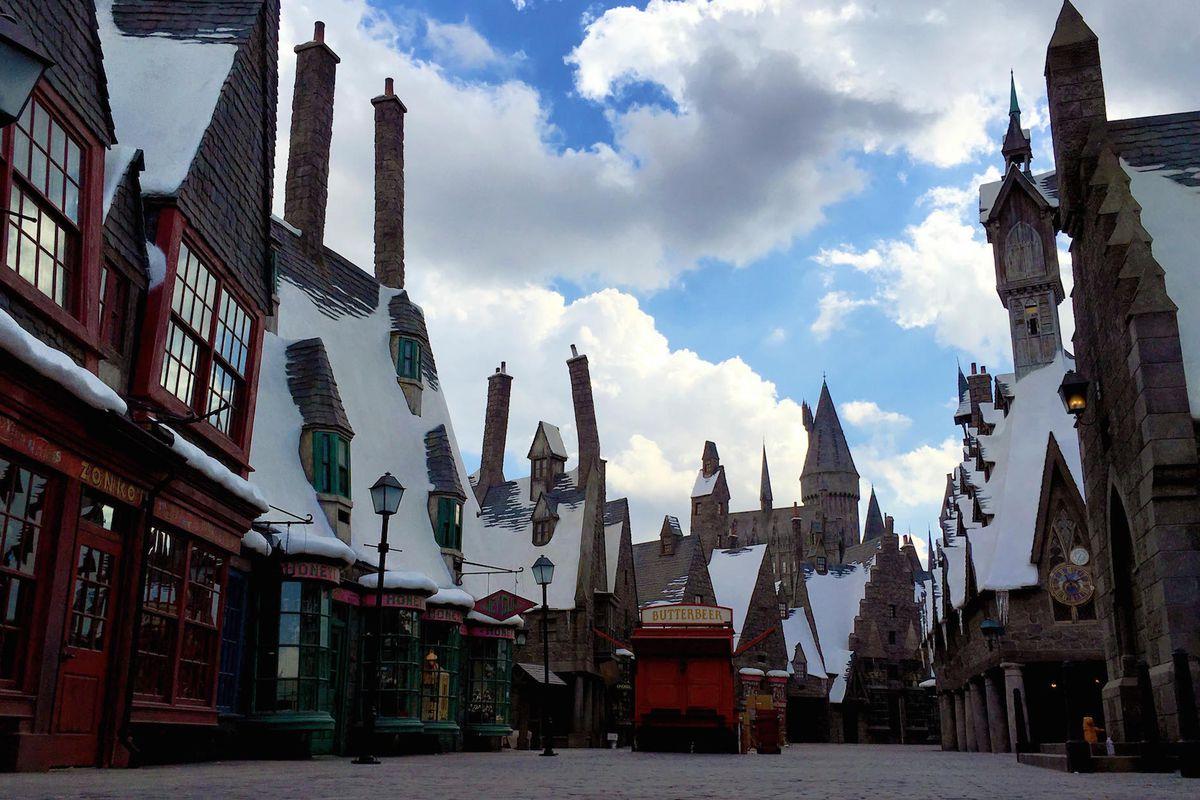 Dine Studios Pub Harry La - Eater Hollywood Head Potter Universal At Like The Hog's Inside