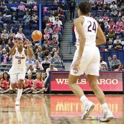 Wichita State Shockers vs UConn Huskies