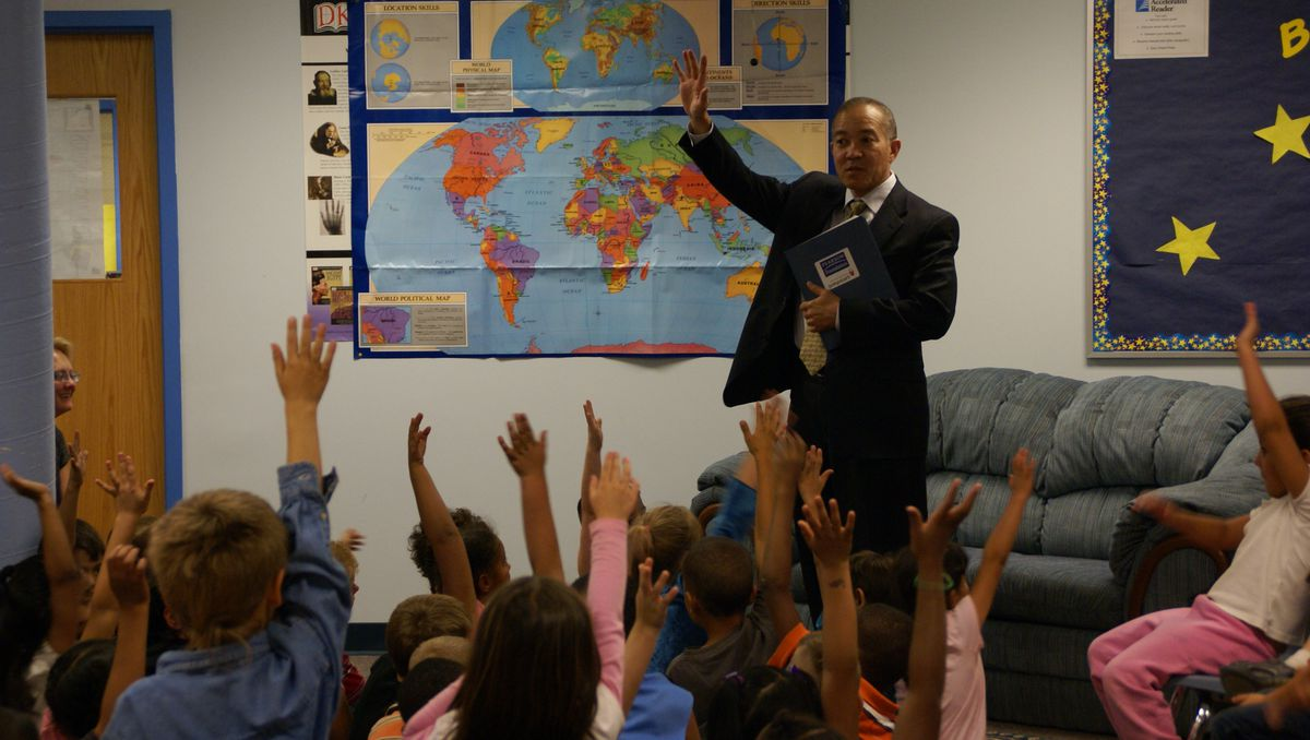 Harrison Superintendent Mike Miles with students at Monterey Elementary School