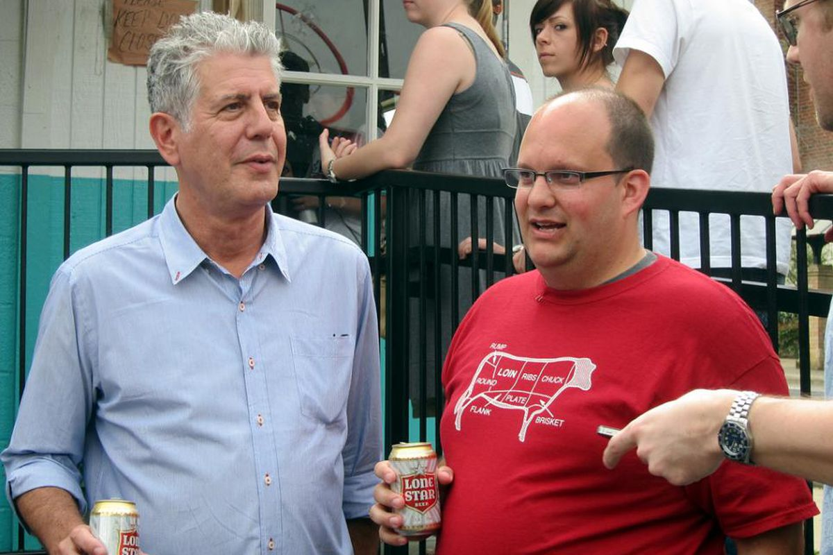 Anthony Bourdain and Daniel Vaughn at Franklin Barbecue in 2012