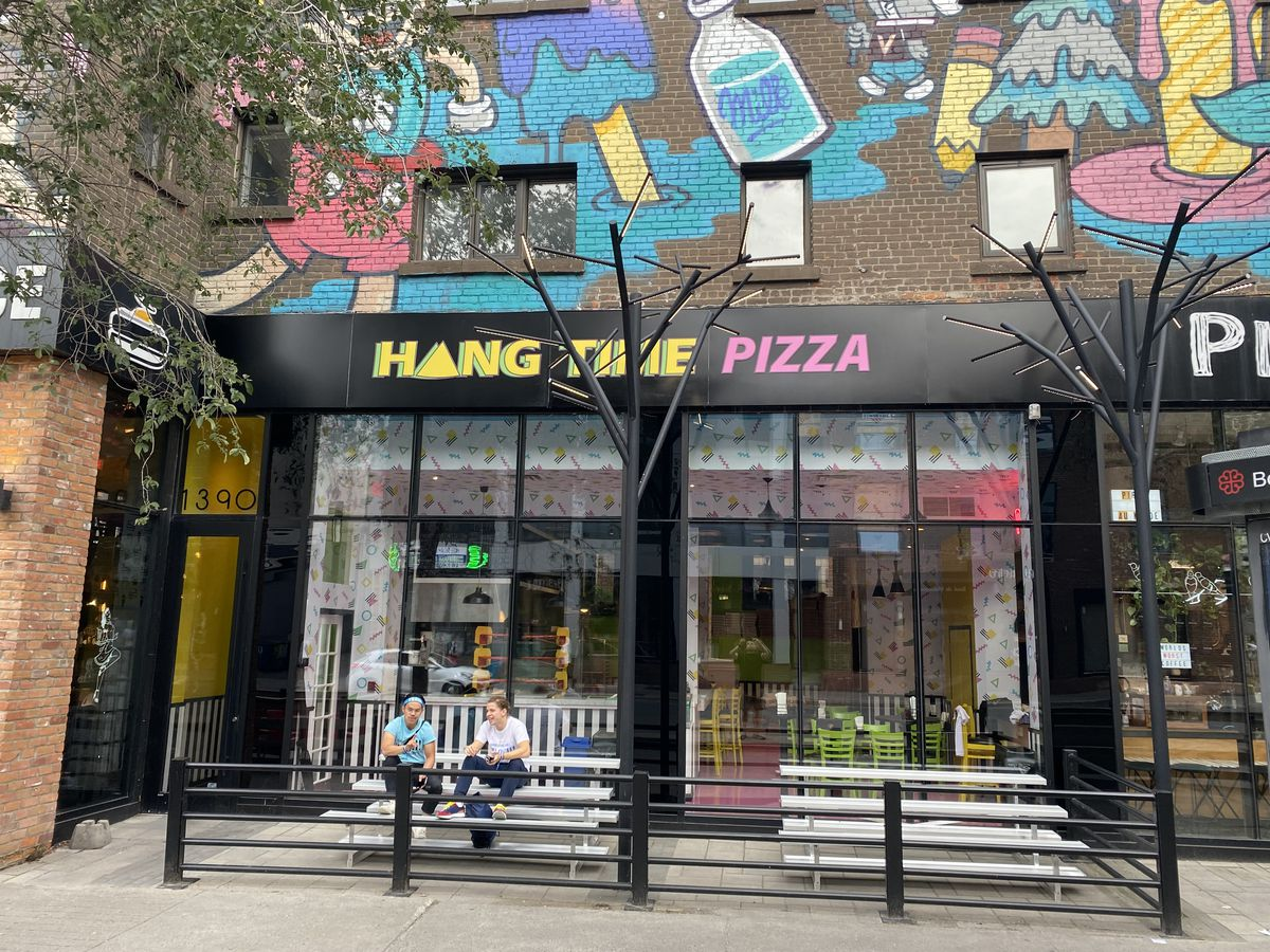 storefront hang time pizza