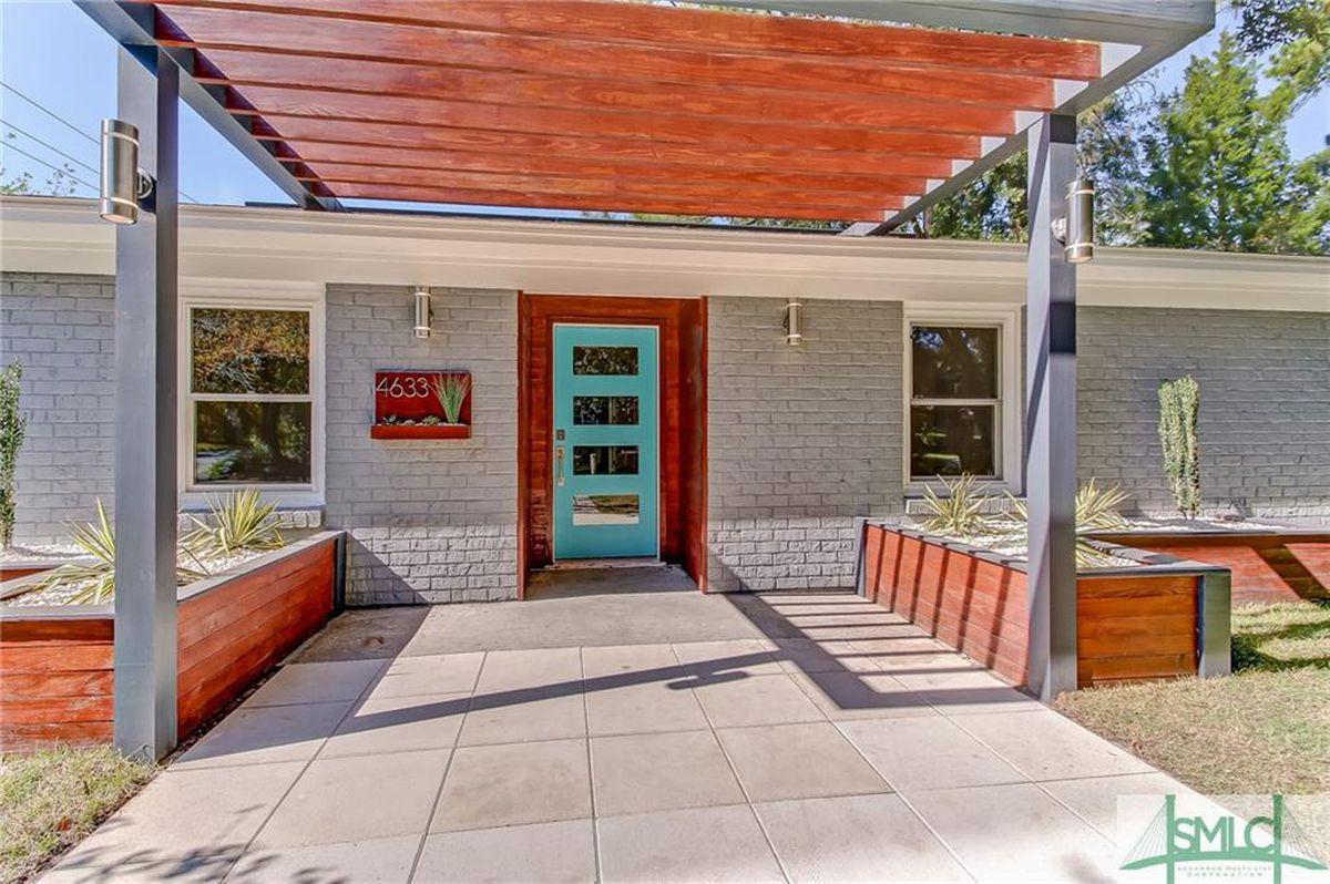 Near Heart Of Savannah 1950 Ranch Goes Midcentury Modern