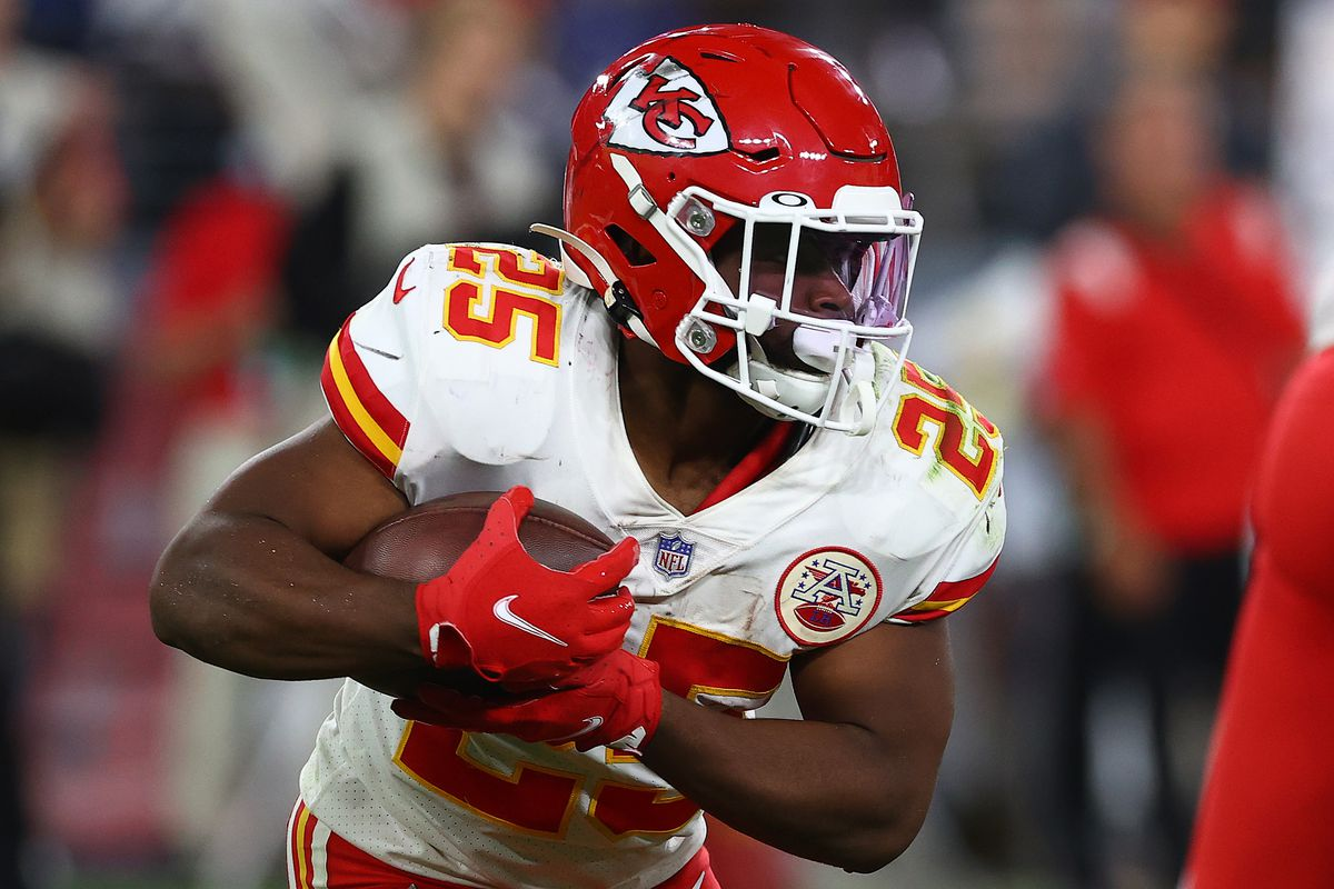Clyde Edwards-Helaire #25 of the Kansas City Chiefs runs with the ball against the Baltimore Ravens during the fourth quarter at M&T Bank Stadium on September 19, 2021 in Baltimore, Maryland.