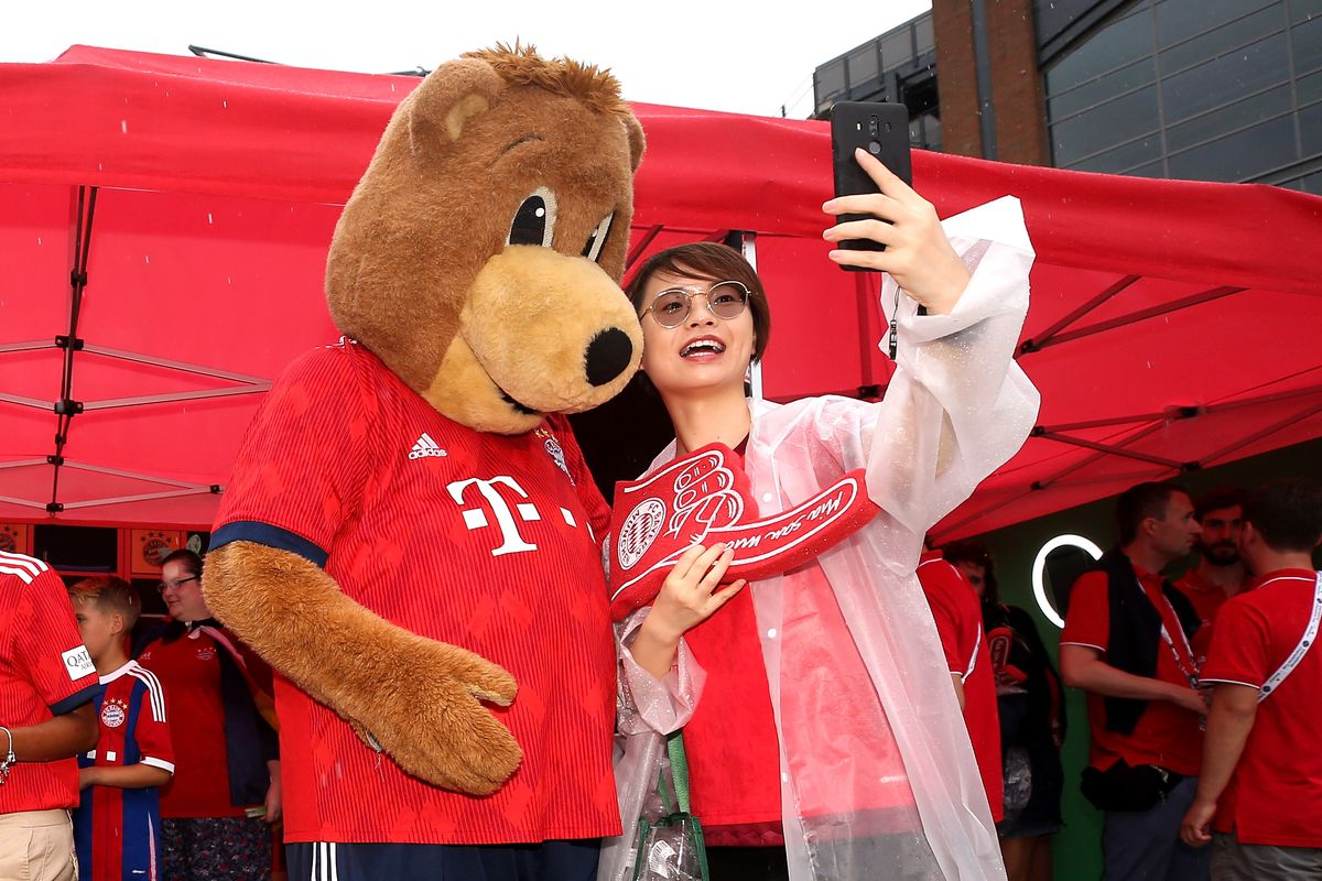 PHILADELPHIA, PA - JULY 25: A fan poses with the Bayern Munich mascot Berni outside the stadium before the match against Juventus during the International Champions Cup 2018 at Lincoln Financial Field on July 25, 2018 in Philadelphia, Pennsylvania.