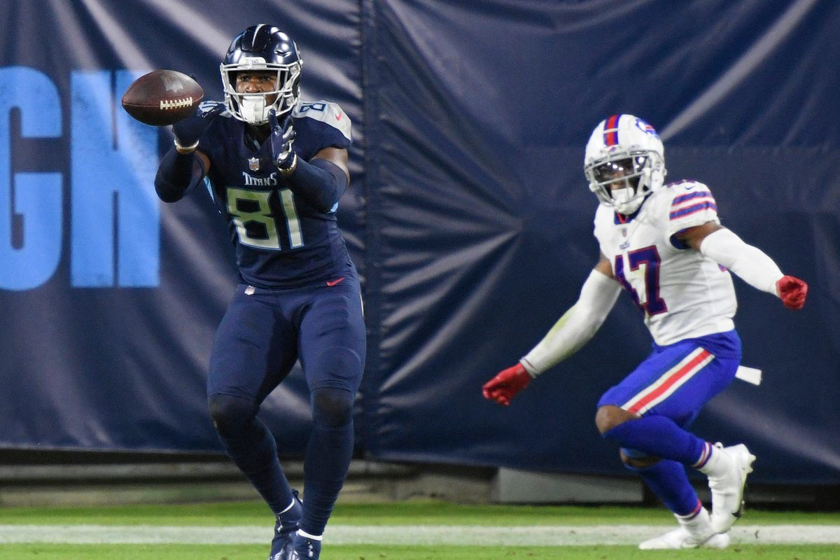 Tennessee Titans tight end Jonnu Smith (81) makes a touchdown catch during the fourth quarter at Nissan Stadium Tuesday, Oct. 13, 2020 in Nashville, Tenn.
