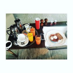 Kate Hudson's Met breakfast includes 3 juices and poached eggs.