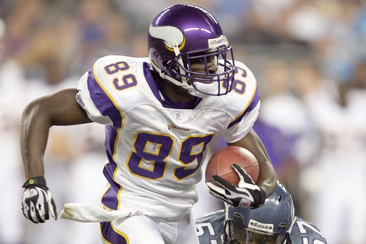 SEATTLE - AUGUST 25: Chandler Williams #89 of the Minnesota Vikings carries the ball during the game against the Seattle Seahawks at Qwest Field on August 25, 2007 in Seattle, Washington.