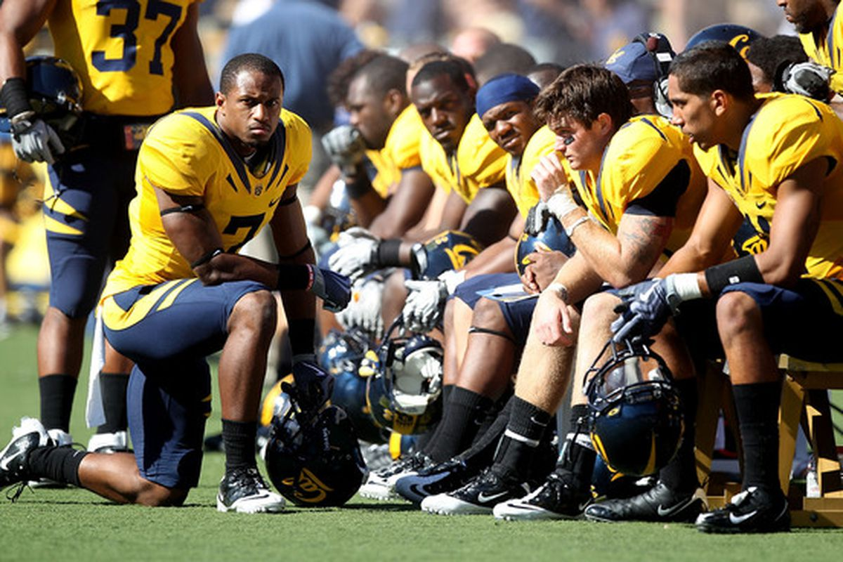 BERKELEY, CA - OCTOBER 09:  Members of the California Golden Bears looks on against the UCLA Bruins at California Memorial Stadium on October 9, 2010 in Berkeley, California. Vereen scored on the next play.  (Photo by Jed Jacobsohn/Getty Images)