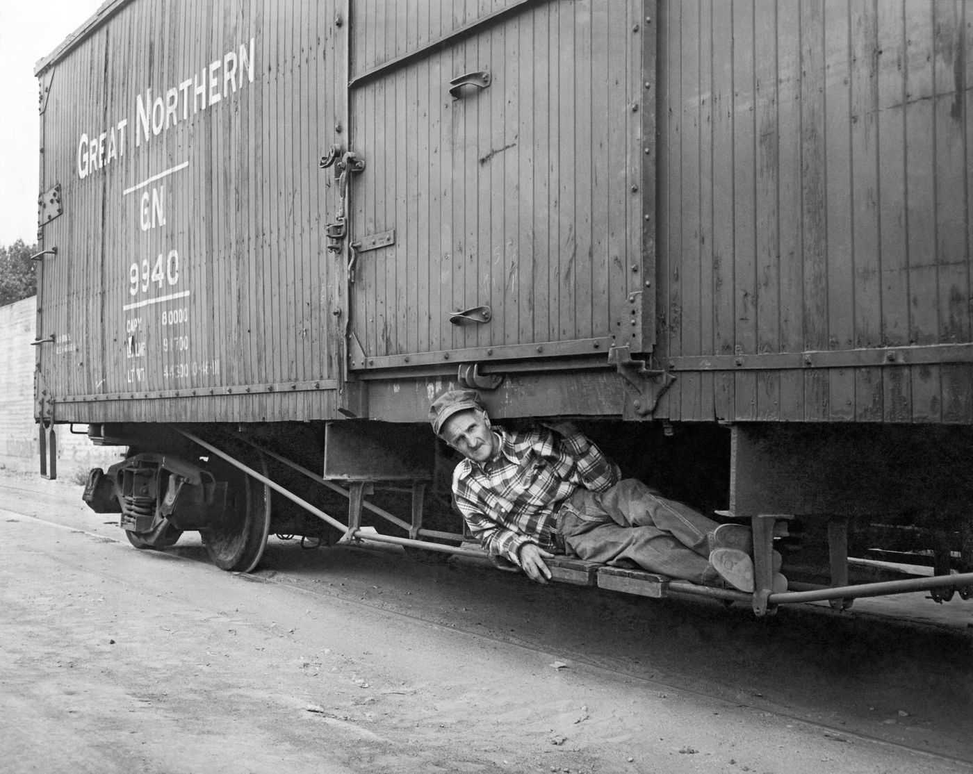 The best strategies for jumping on a train, from 1900s hobos